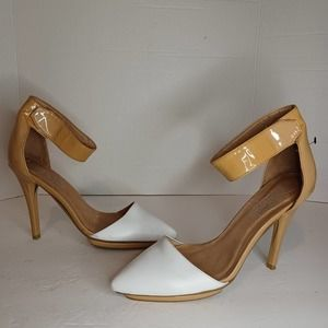 Jeffery Campbell great moments point toe heels nude and white size 9